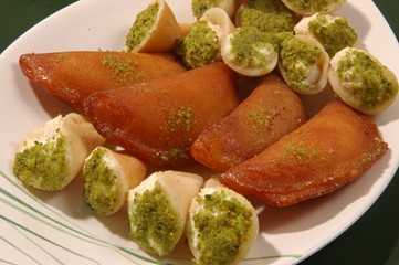 حلويات رمضانيه ...ومبارك عليكم الشهر 10836.imgcache.jpg